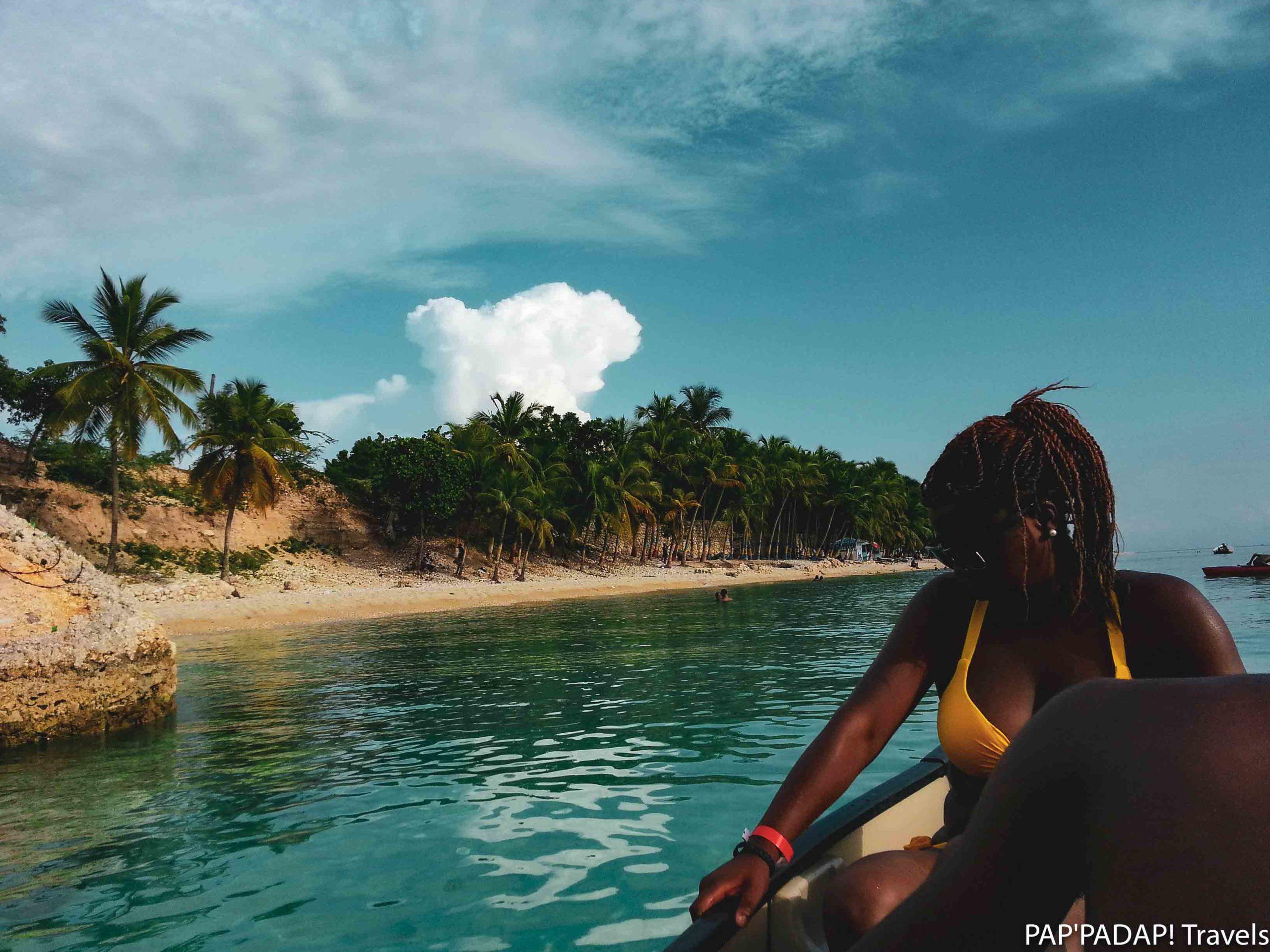 Voyageurs barque - plage Arcahaie - Haïti - PAP_PADAP! Travels